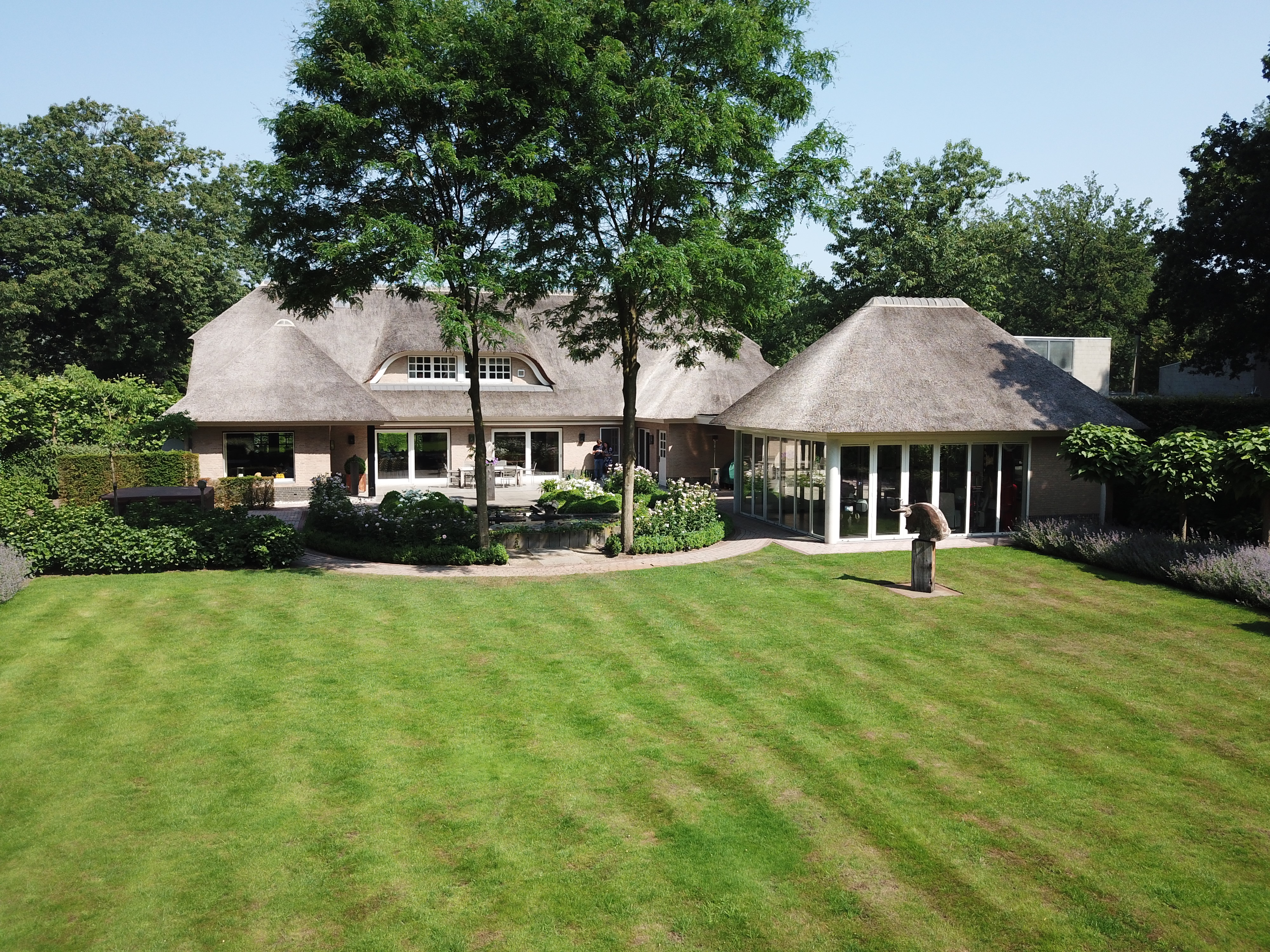 Keuken Oud Riet : Prachtige engelse villa met recent rieten dak gelegen in de lint